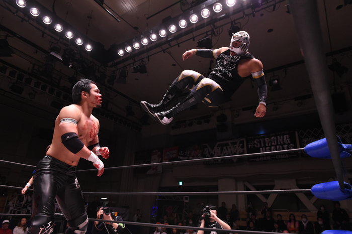W-1:Seiki Yoshioka vence a Hijo del Pantera y lesionado gana torneo 6