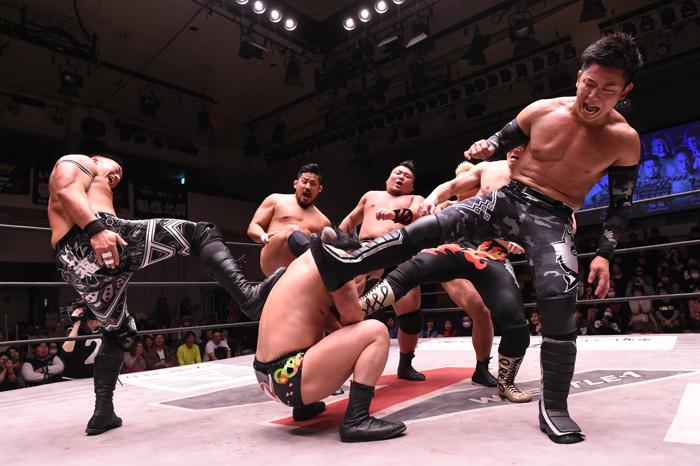 W-1:Seiki Yoshioka vence a Hijo del Pantera y lesionado gana torneo 8